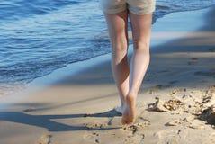 Passeggiata sulla spiaggia fotografie stock
