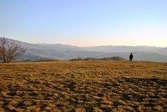 Passeggiata sulle colline per la meditazione Fotografia Stock Libera da Diritti