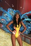 Passeggiate segrete del modello della sfilata di moda di Ictoria la pista durante la sfilata di moda 2010 di Victoria's Secret Immagini Stock Libere da Diritti
