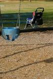 Passeggiatore ed oscillazione del bambino Fotografie Stock Libere da Diritti