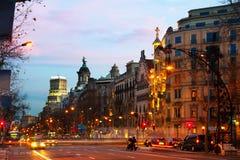 Passeig在冬天黎明的de Gracia 巴塞罗那西班牙 免版税库存图片