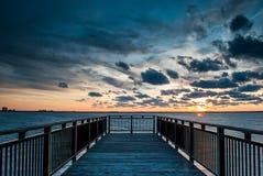 Passeio à beira mar do porto no por do sol Imagens de Stock Royalty Free