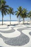 Passeio à beira mar Rio de janeiro Brazil da praia de Copacabana fotos de stock