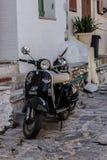 Passeio ao longo das ruas de Skiathos fotografia de stock