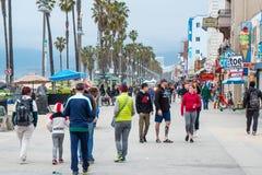 Passeio ao longo de Venice Beach - CALIFÓRNIA, EUA - 18 DE MARÇO DE 2019 foto de stock royalty free
