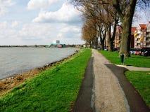 Passeio ao longo do Westerdijk em Hoorn, Holanda, os Países Baixos Fotografia de Stock