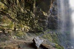 Passeio atrás de Sgwd Henrhyd; cachoeira do henrhyd Fotografia de Stock