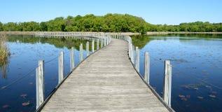 Passeio à beira mar através de uma lagoa Foto de Stock Royalty Free