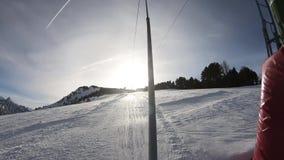 Passeio com nádegas em uma inclinação no Pirenaico, França do esqui video estoque