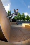 Passeio da parede do conluio da bicicleta de BMX Imagens de Stock Royalty Free
