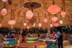 Passeio da rotação do potenciômetro de Hunny em Shanghai Disneylândia, China fotos de stock royalty free