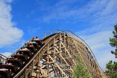 Passeio de madeira feroz da montanha russa Imagens de Stock