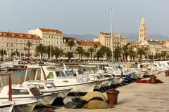 Passeio de Riva split Croácia foto de stock royalty free
