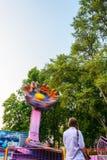 Passeio do carnaval da rotação contra o céu azul foto de stock royalty free