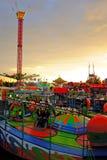 Passeio do carnaval no crepúsculo Fotografia de Stock Royalty Free