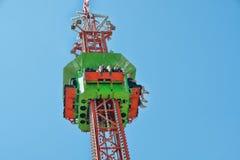 Passeio do divertimento da torre da gota na ação imagens de stock royalty free