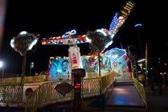Passeio do parque de diversões na noite Fotografia de Stock Royalty Free