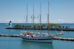 Passeio do Sailboat no cais da marinha de Chicago Imagem de Stock Royalty Free