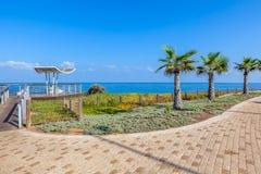Passeio e ponto de vista sobre a linha costeira em Ashkelon, Israel. fotografia de stock royalty free