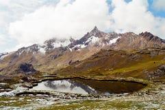 Passeio em a montanha de Ausangate, Peru imagem de stock
