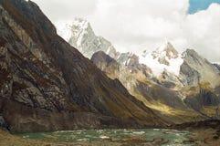 Passeio em a montanha de Huayhuash, Peru imagens de stock