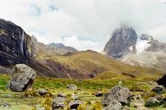 Passeio em a montanha de Huayhuash, Peru fotografia de stock