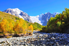 Passeio em a montanha de Mestia-Ushguli, Svaneti Geórgia Fotos de Stock