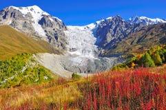 Passeio em a montanha de Mestia-Ushguli, Svaneti Geórgia Fotografia de Stock