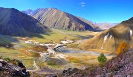 Passeio em a montanha do vale de Truso, Kazbegi Geórgia Fotos de Stock