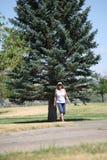Passeio fêmea no parque Fotografia de Stock