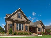 Passeio Home luxuoso modelo da opinião de ângulo exterior Foto de Stock Royalty Free