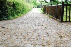 Passeio medieval do cobblestone no parque de Denis de Saint fotos de stock royalty free