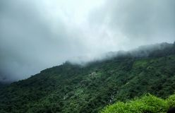 Passeio na montanha ao forte do mahuli fotos de stock royalty free