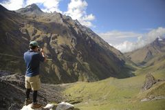 Passeio na montanha de Salkantay Foto de Stock