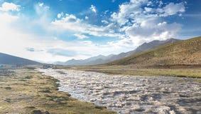 Passeio na montanha do vale de Markha Imagem de Stock Royalty Free