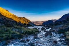 Passeio na montanha dos Lares nas montanhas do Peru Imagem de Stock Royalty Free
