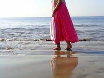 Passeio na praia do mar árabe Imagem de Stock