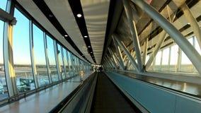 Passeio no aeroporto de Gatwick vídeos de arquivo