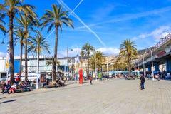 Passeio no porto de Genoa com os turistas em Liguria, Itália imagem de stock royalty free