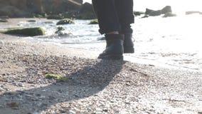 Passeio pelo mar no nascer do sol video estoque