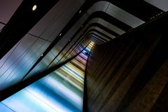 Passeio/túnel de surpresa da luz do diodo emissor de luz em Londres com figura da sombra imagem de stock