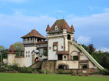Passeio temático do canal e da montanha russa do log do castelo Fotos de Stock Royalty Free