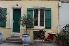 Passeios da bicicleta em Paris, França fotografia de stock