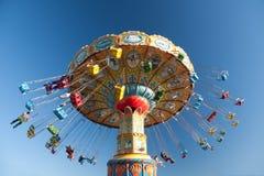 Passeios do balanço no parque de diversões Imagem de Stock