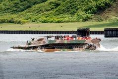Passeios militares do barco do pato em Michigan fotos de stock
