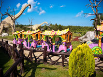 Passeios no parque dos dinossauros, Leba, Polônia Fotos de Stock Royalty Free