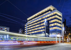 Passeios novos da câmara municipal e do bonde no quadrado principal de Katowice Fotografia de Stock