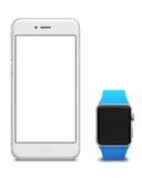 Passen Sie auf und versilbern Sie Smartphones mit dem leeren Bildschirm, lokalisiert auf weißem Hintergrund Stockbilder