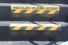Passen Sie Ihr Schrittzeichen auf Treppe auf Stockfotografie