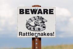 Passen Sie vom Klapperschlangen-Zeichen auf Lizenzfreie Stockfotografie